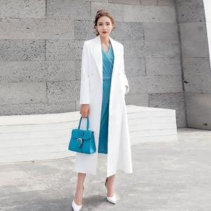 白色风衣女中长款2020新款春秋季流行气质过膝收腰洋气西装外套女