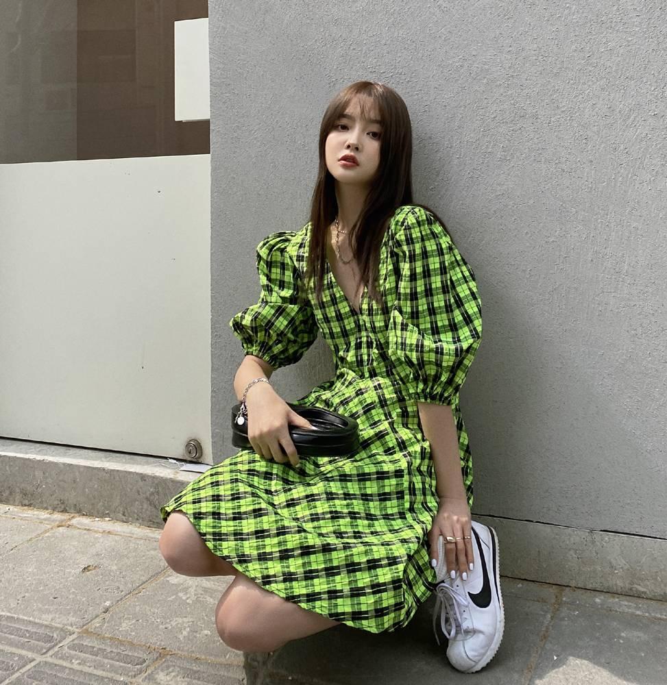 2021 Plaid V-neck Korean large skirt summer skirt green character cotton dress womens bubble sleeve trend