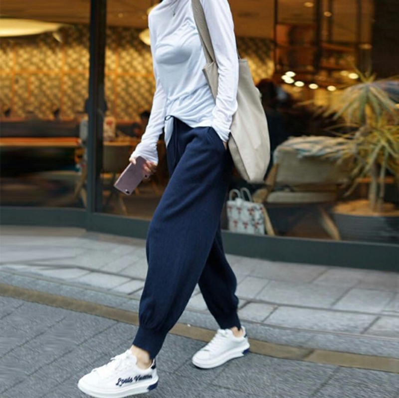 Womens loose sports knitwear pants with cashmere bunches on the outside