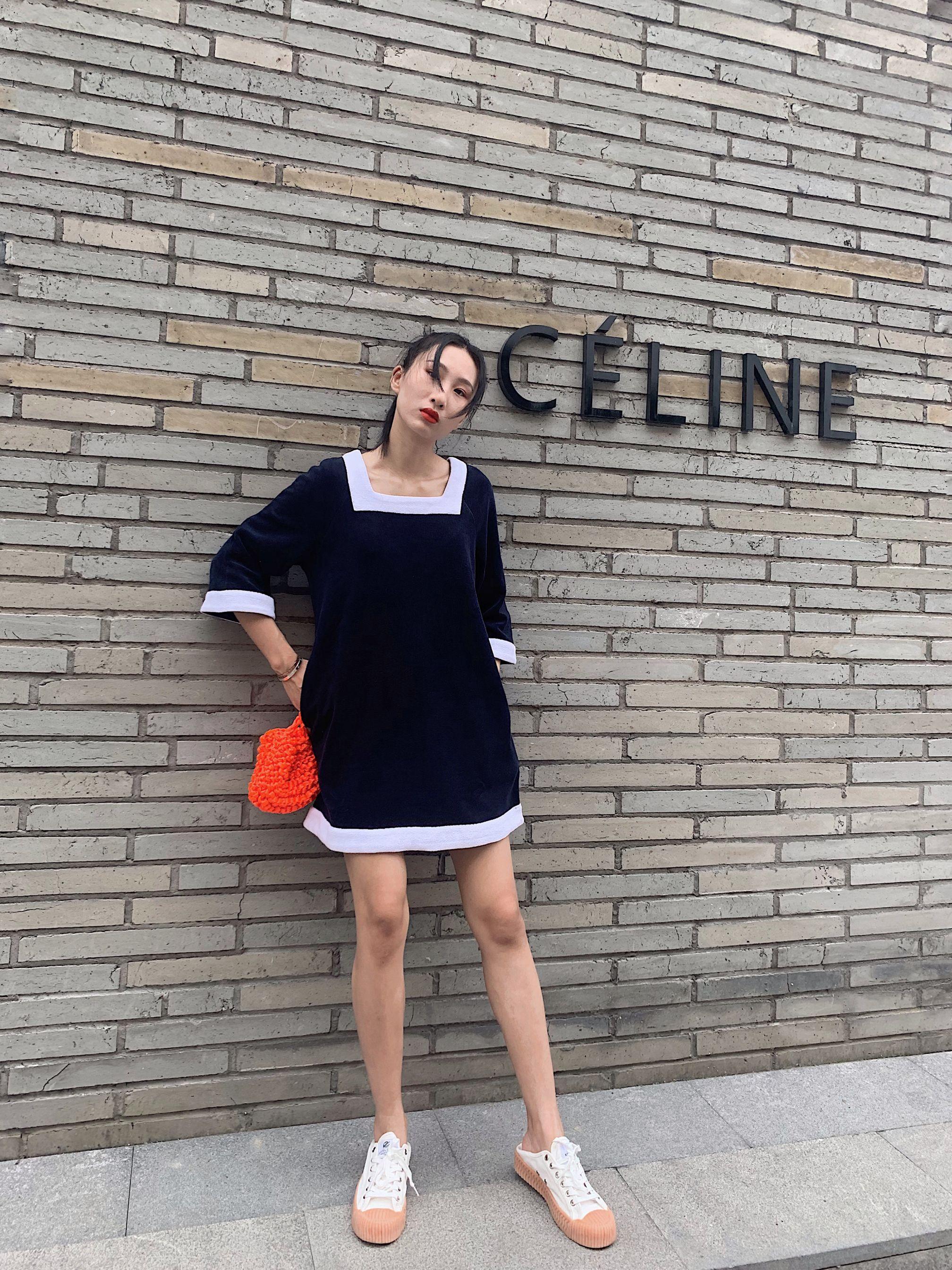 2019夏季神级减龄藏蓝白边娃娃裙限10000张券