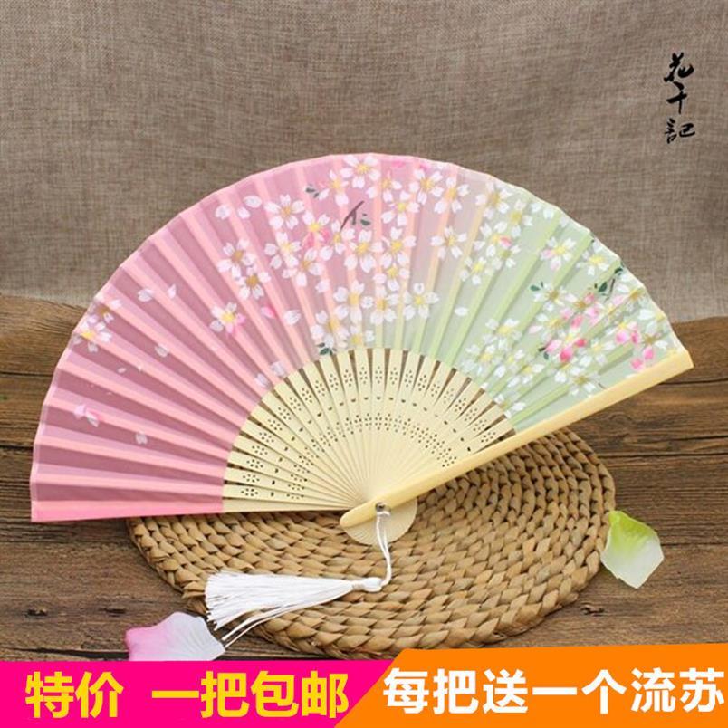 。古風の子供の黒い京劇の扇子中国風の桃の花の歩紙扇子の花旦戯曲の古典舞踊の公演