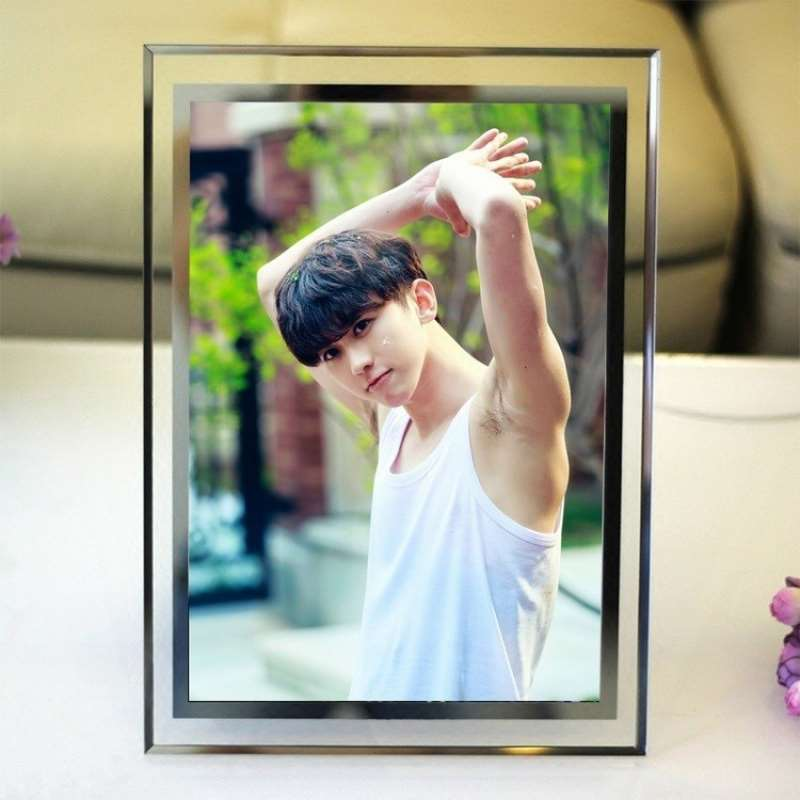 Crystal photo idol Yifeng Cai Xukun peripheral photo frame Korean set up trainee 5-inch 6-inch 7-inch photo frame