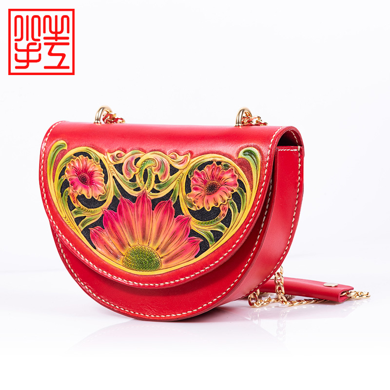 2021 New Retro national style Tang grass pattern handmade leather carving womens leisure shoulder bag with Crossbody head leather bag