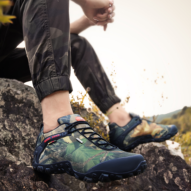 2020 spring and autumn outdoor mountaineering shoes mens antiskid waterproof camouflage outdoor hiking shoes leisure travel shoes desert boots
