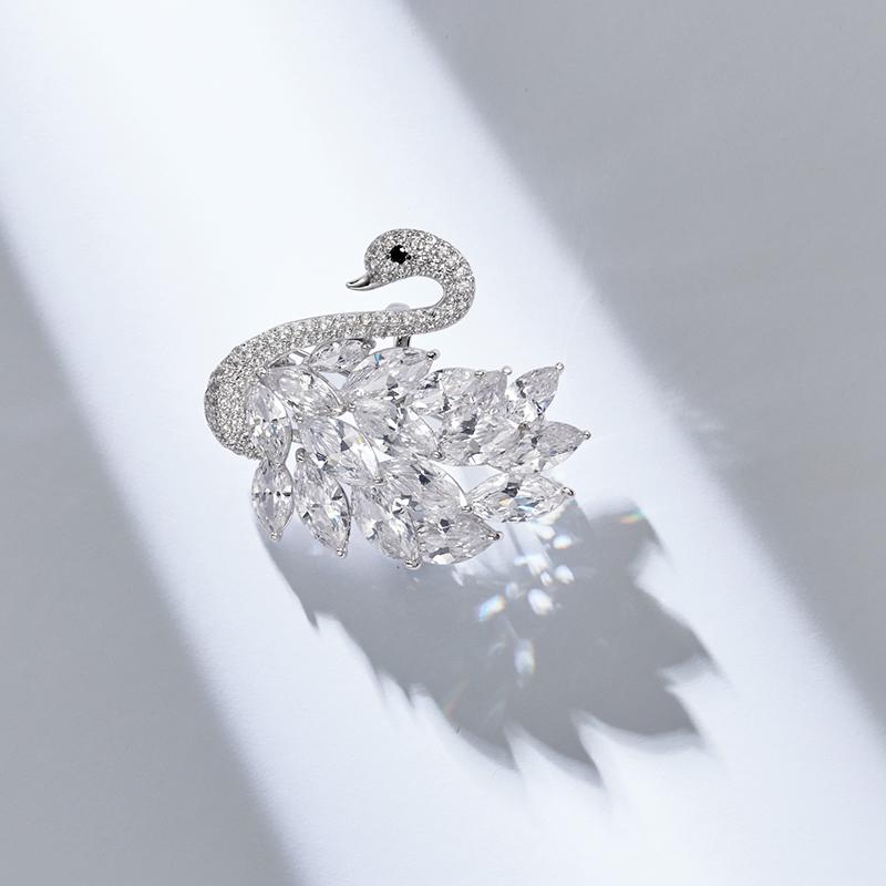 天鹅高档胸针胸花女性奢华采用施华洛世奇元素水晶个时尚别针礼物