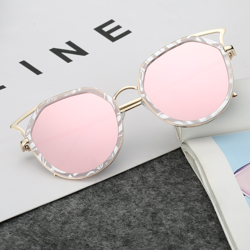 New sunglasses European and American fashion hollow Sunglasses mens and womens round cat ear Sunglasses