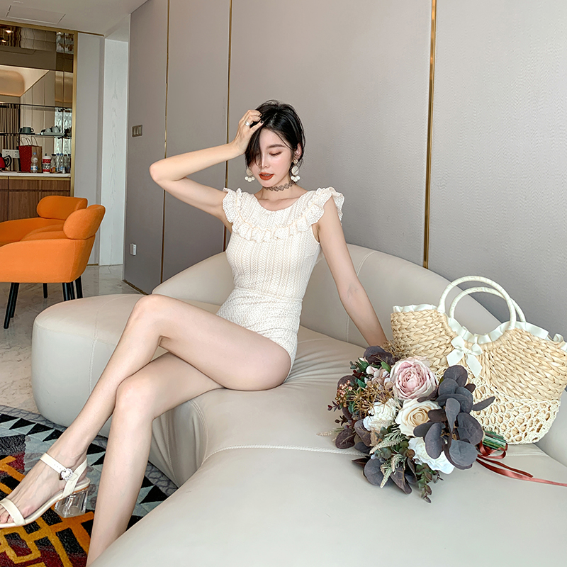 Swimsuit girl 2019 new ins style girl student Beige one-piece vacation hot spring show thin belly covering swimming suit