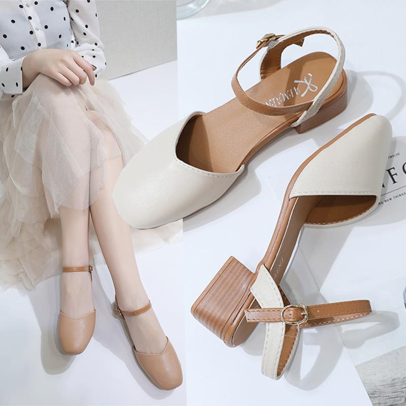 女学生夏凉鞋中跟怎样