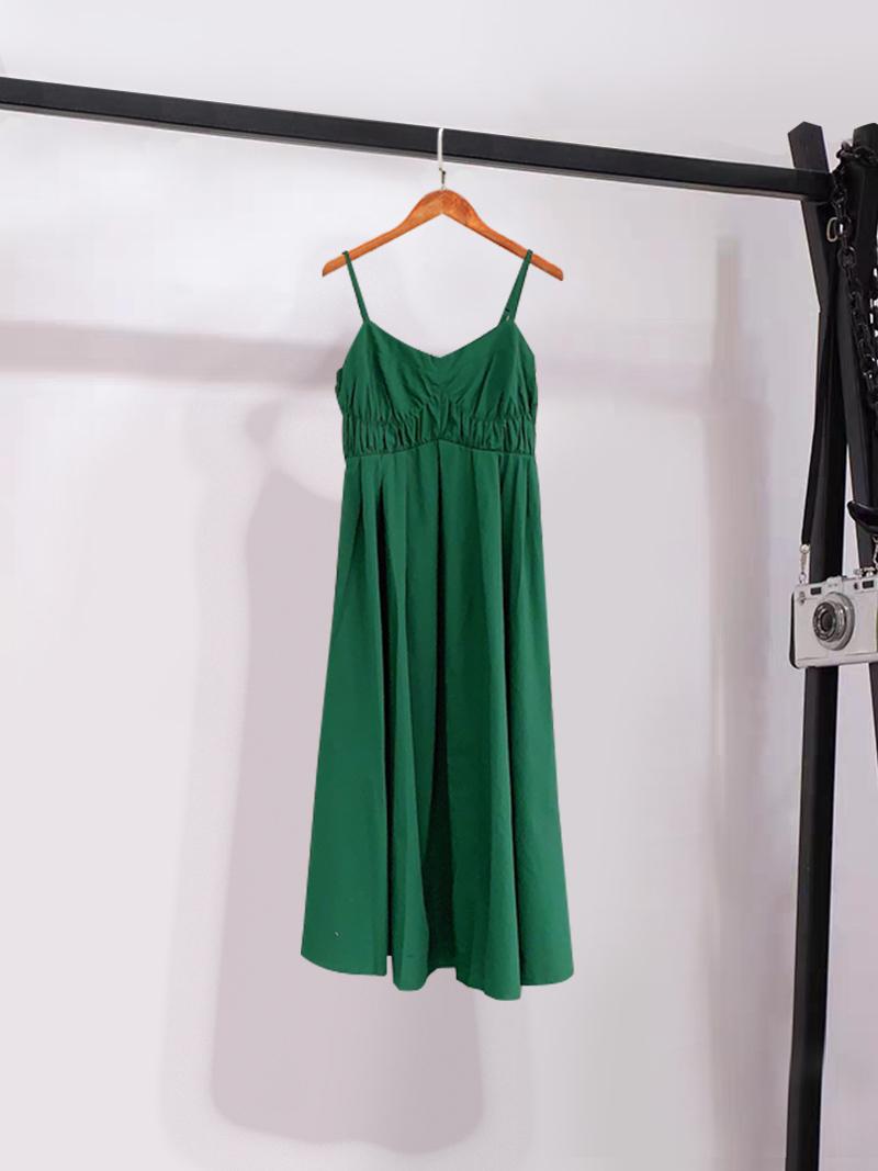 性感吊带连衣裙女文雅乐町2020夏新款背后镂空修身绿裙C1FAA2202