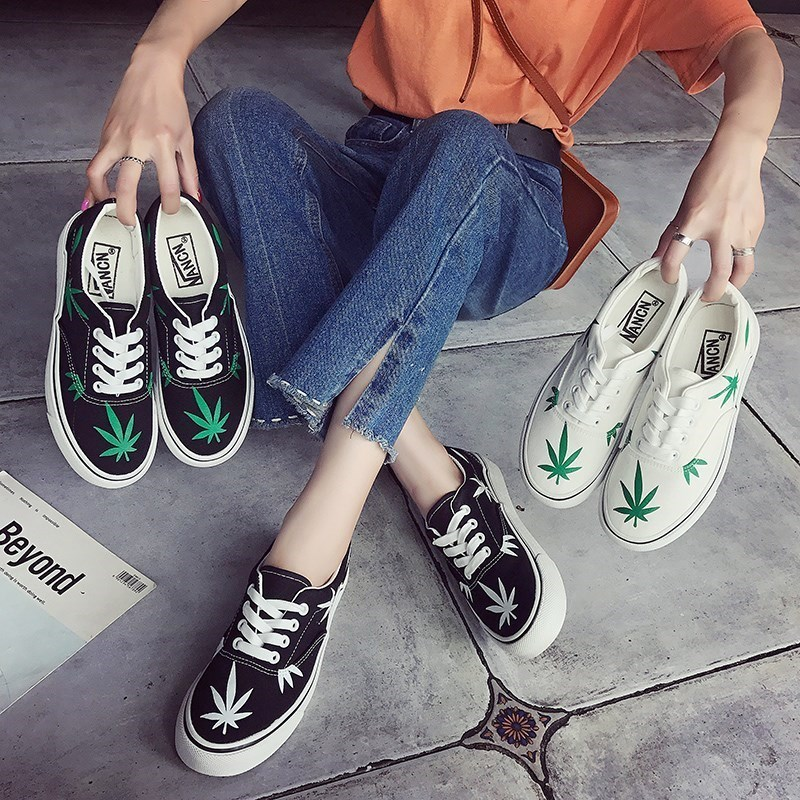 Womens shoes take photos of students graffiti in Gangfeng street, Korean print, art canvas shoes, womens hemp leaf trend.
