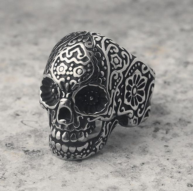 Japanese and Korean fashion trend domineering skeleton ring mens exaggerated retro personality punk rock trend mens food ring