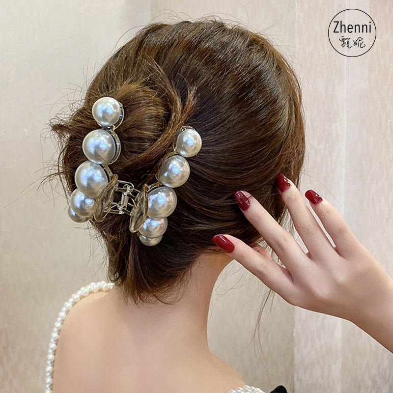 The same pearl hairpin for Korean stars, big bathing clip at the back of the head, white and translucent