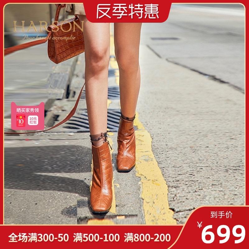 哈森 新款牛皮革方头粗跟短靴女 石头纹高跟帅气马丁靴女HA91418