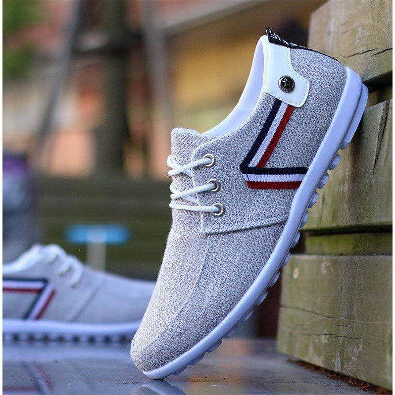 Spring and autumn breathable mens canvas shoes, light non slip board shoes, mens sports and leisure shoes