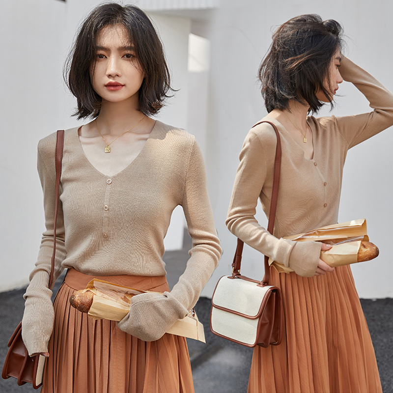T-shirt womens thin V-neck loose early autumn new base coat with early autumn long sleeve top versatile sweater