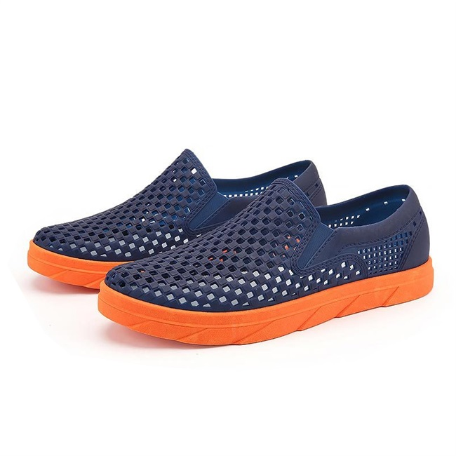 Vietnam latex hole leather shoes mens shoes leisure bag heel breathable perforated sandals hollow out naked wear non abrasive beach shoes