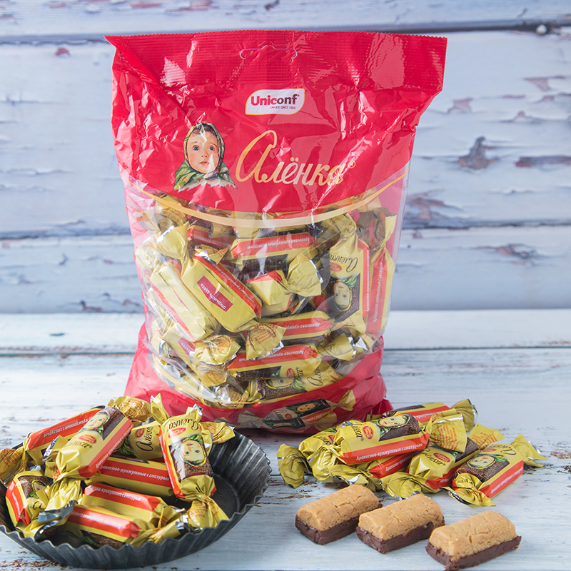 Russias new imported ailianqiao peanut chocolate big head doll crisp childrens snacks happy candy New Year Package