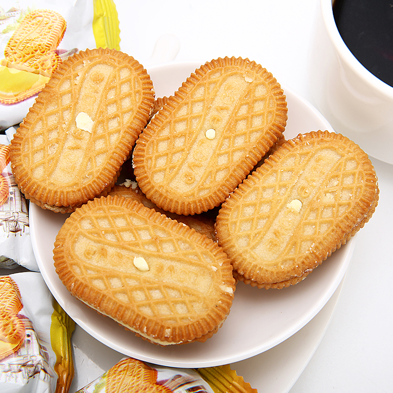 Small package of sandwich biscuits from Malaysia crisp lemon snacks office snacks multi flavor breakfast