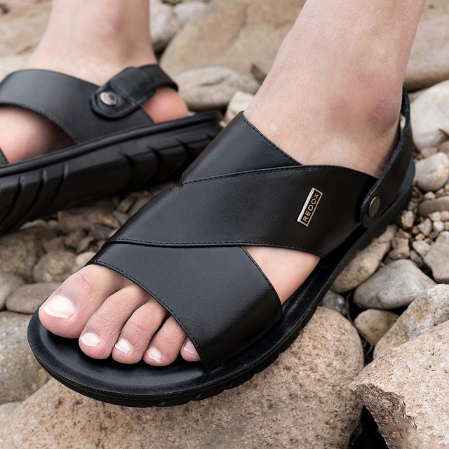 New leather sandals for men in summer