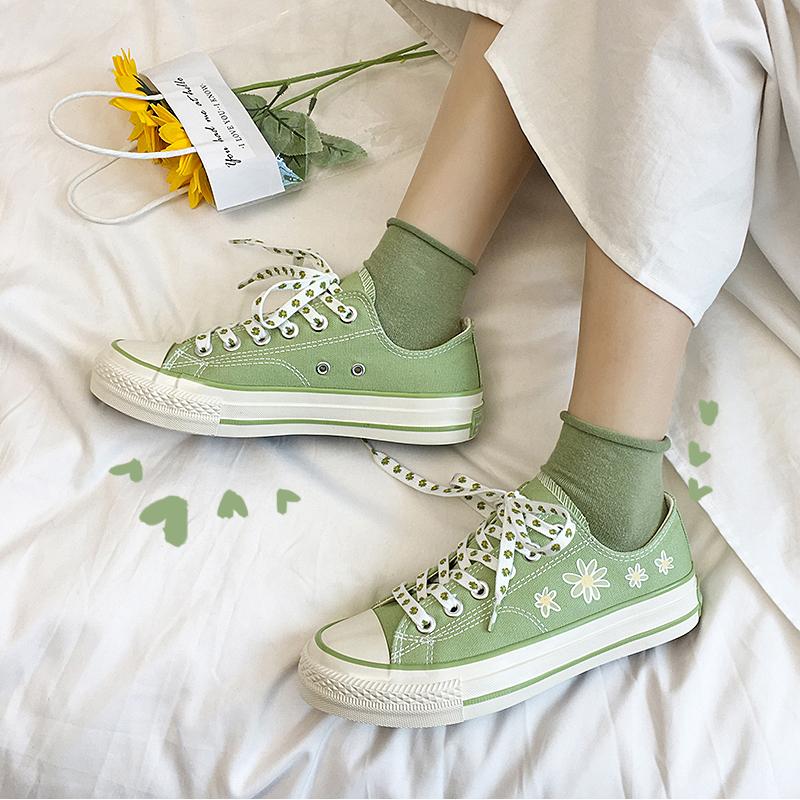 LH原创森系帆布鞋文艺风格小雏菊印花点缀牛油果绿纯色低帮板鞋女