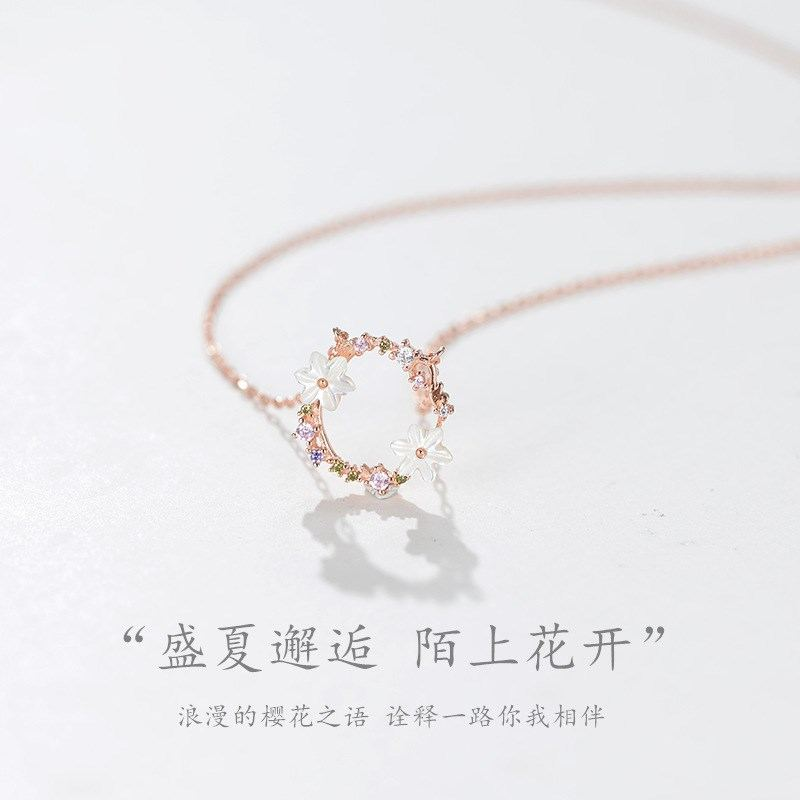 。 Stall trinkets creative girlfriends necklace for two women design simple fashion temperament sweet decoration trend