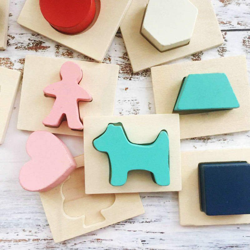 Zhang Dandan recommends Montessori tactile box to teach children how to touch and guess the shape of the tactile box to match educational toys
