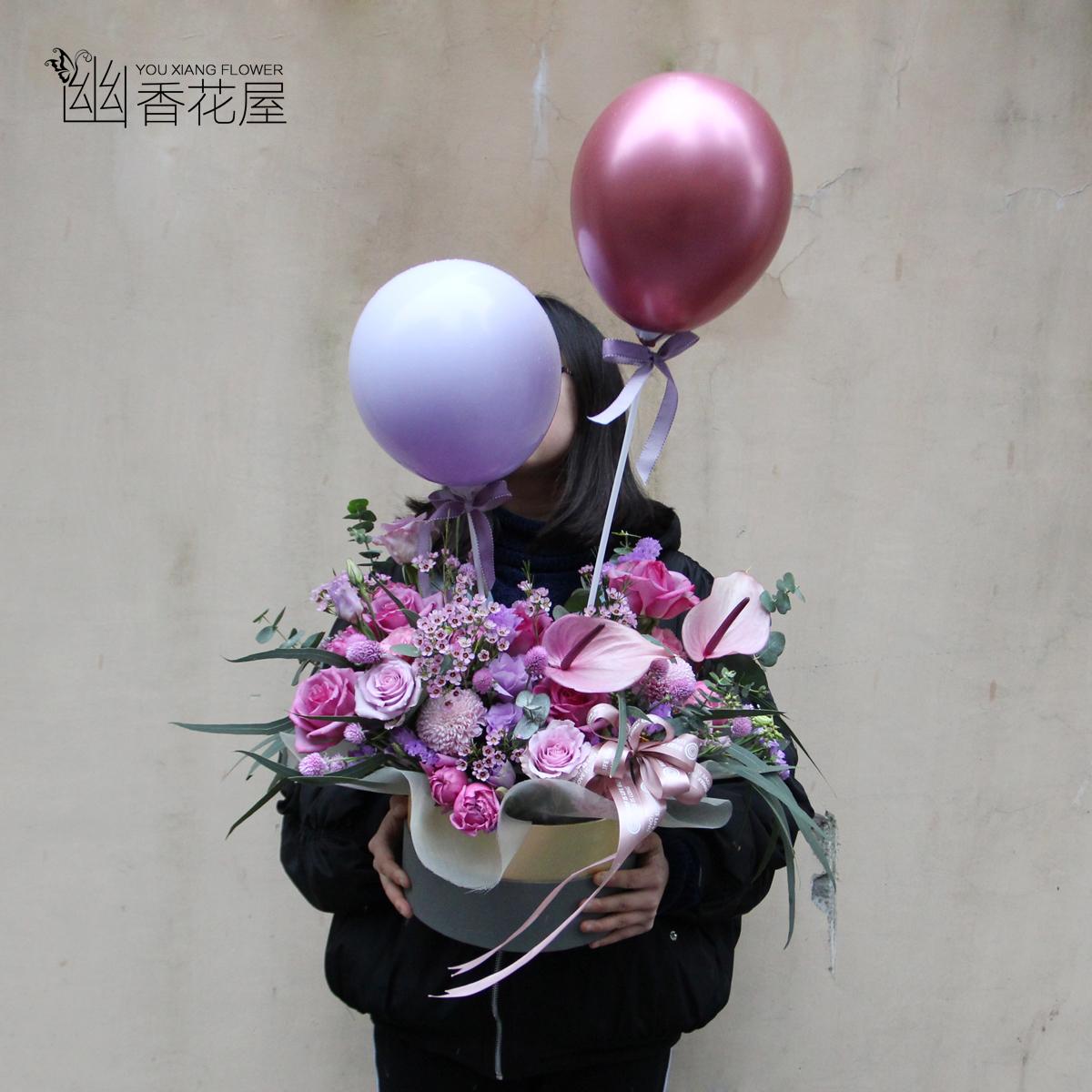 上海の同城の生花の速く風船の贈り物の箱は彼女のお母さんに愛情の誕生日の贈り物を送ります。