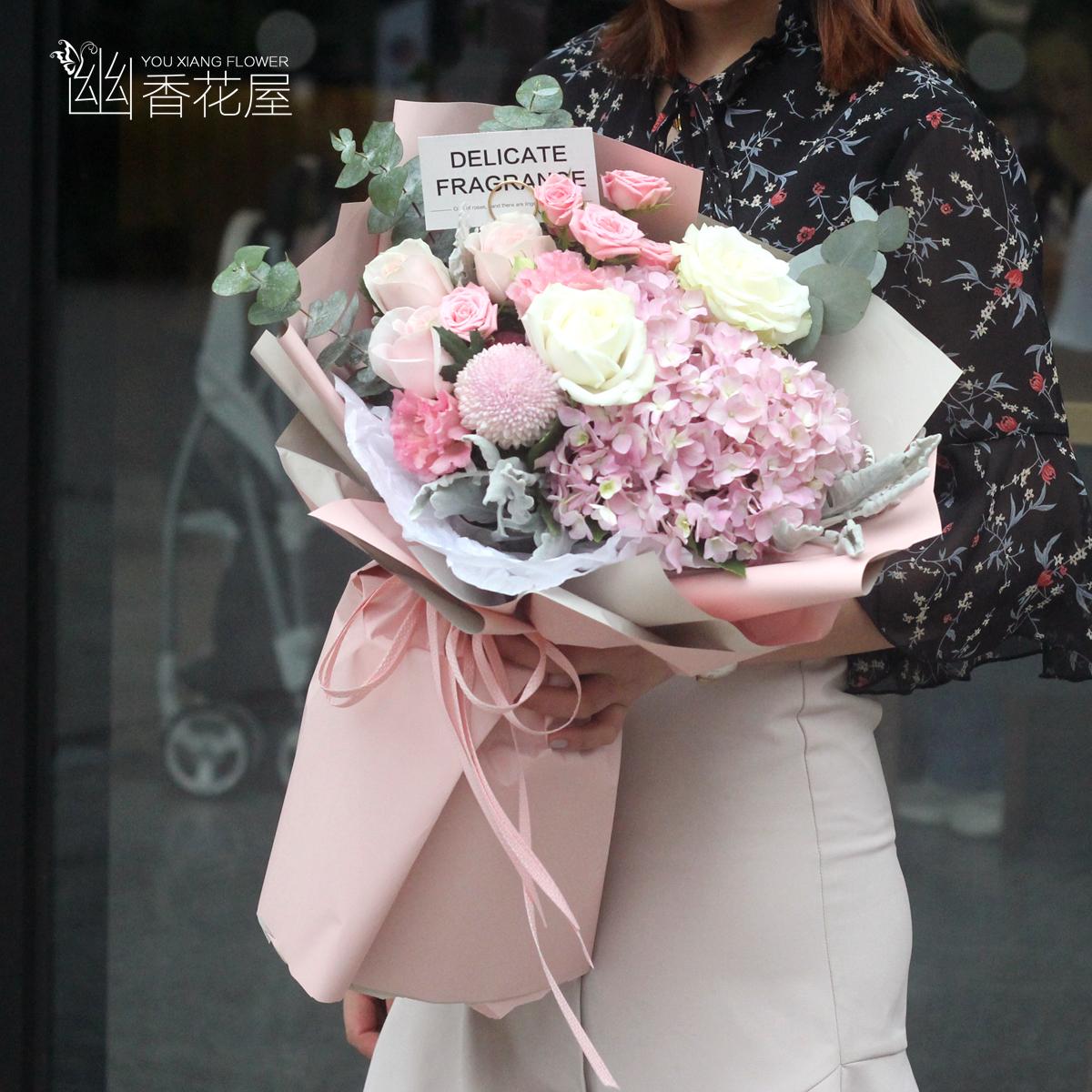 上海の武漢の同城の花屋の生花の速く粉のバラのアジサイは混じり合って花束の誕生日の彼女の娘の親友の卒業する花を送ります。
