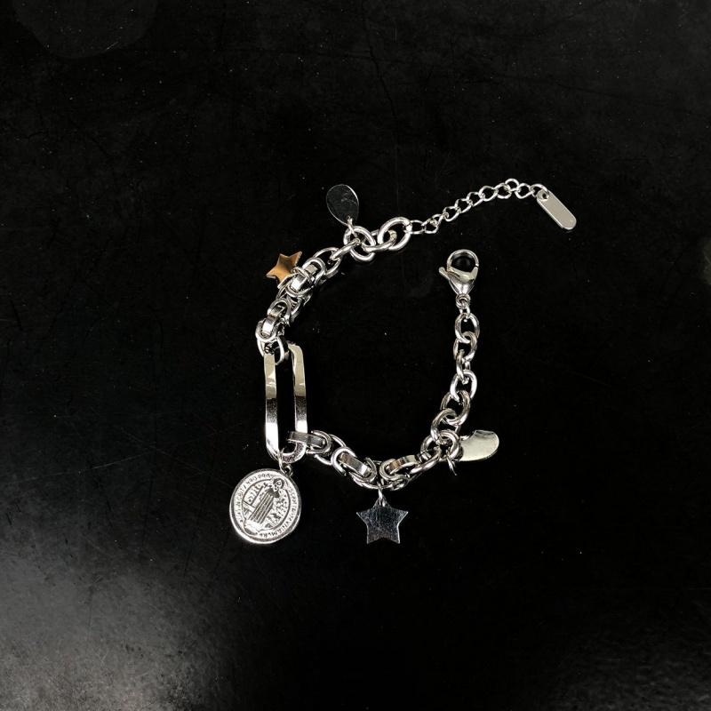 阿柴 S19欧美风钛刚硬币耶稣人像星星吊坠ins网红同款冷淡风手链,可领取2元淘宝优惠券