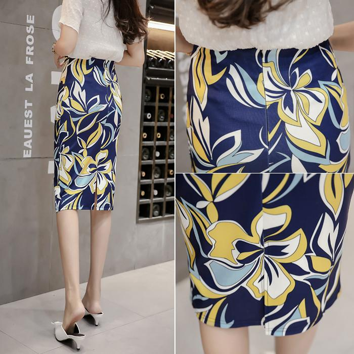 Spring and summer 2020 new high waisted mid length skirt with buttocks, printed pencil skirt, one step mid length skirt, lady