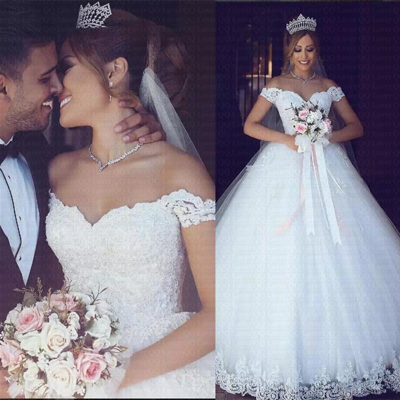 2020年阿拉伯花边肩膀婚纱v领新娘礼服前庭