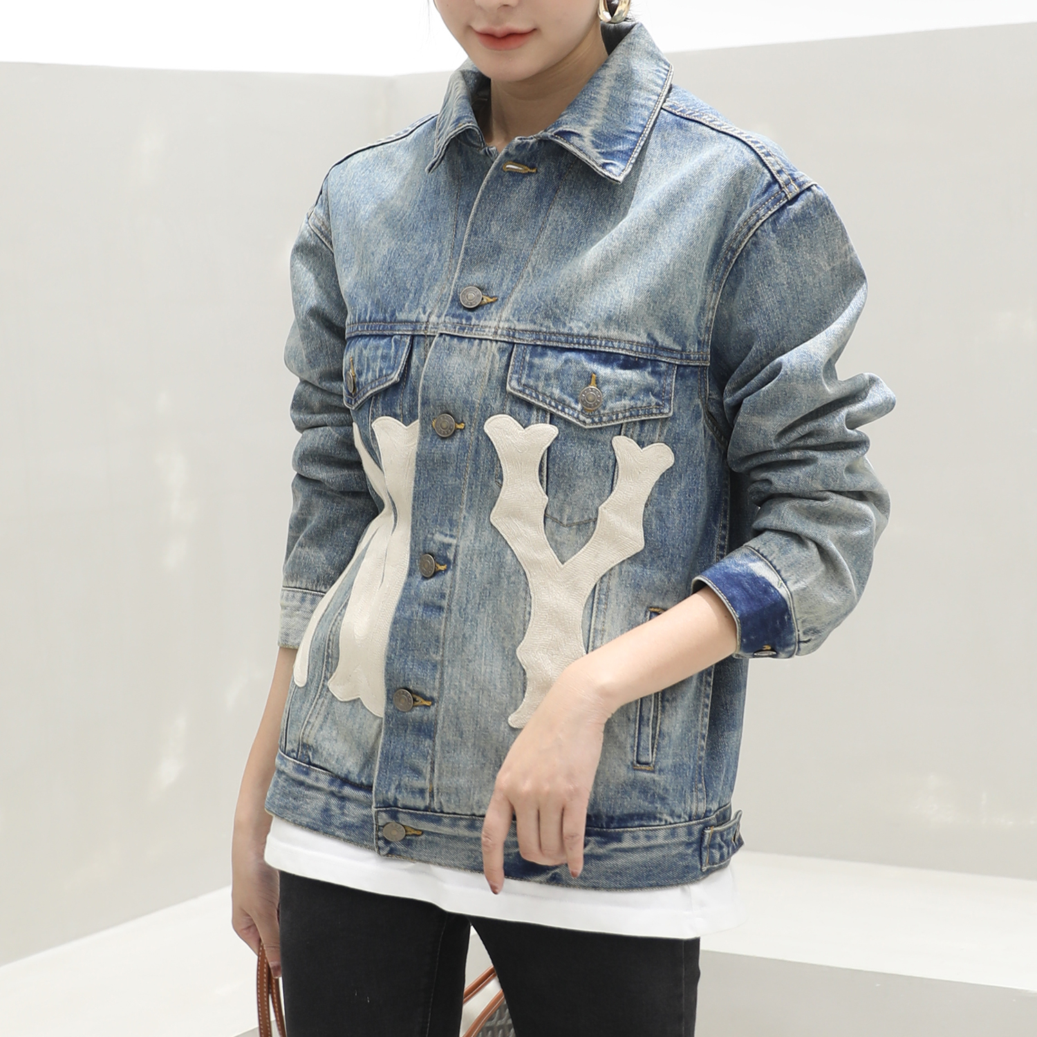 Denim jacket female star same new 2019 Korean version BF loose NY letter embroidered short denim in spring and Autumn