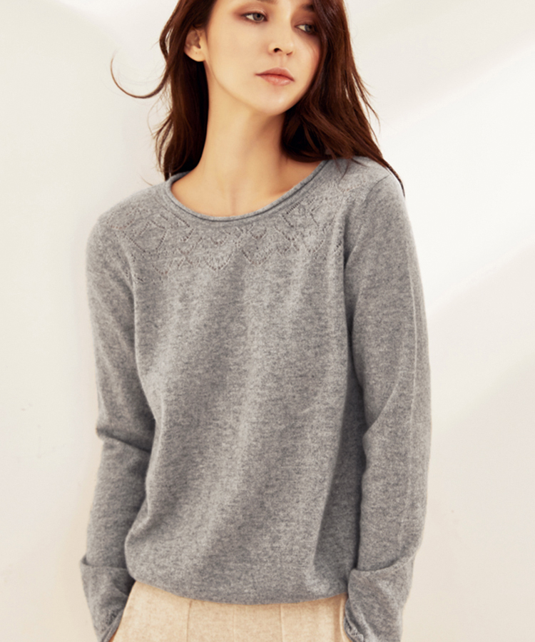 Cut out and thickened knitted cashmere sweater for women in autumn and winter
