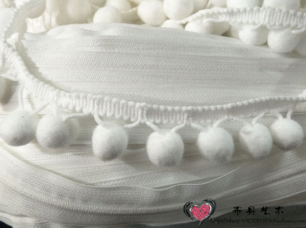 New curtain lace hand-made accessories white triangle wool ball pile ball cotton ball tablecloth scarf fabric decoration edge