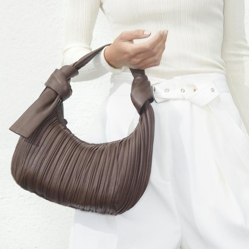 Italian niche brand fall / winter 2020 new pleated soft tramp hand-held knotted one shoulder underarm bag