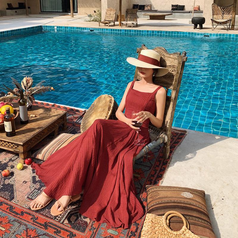 島歌夫人2019新款女海邊度假裙沙灘裙收腰顯瘦紅色露背吊帶裙長裙