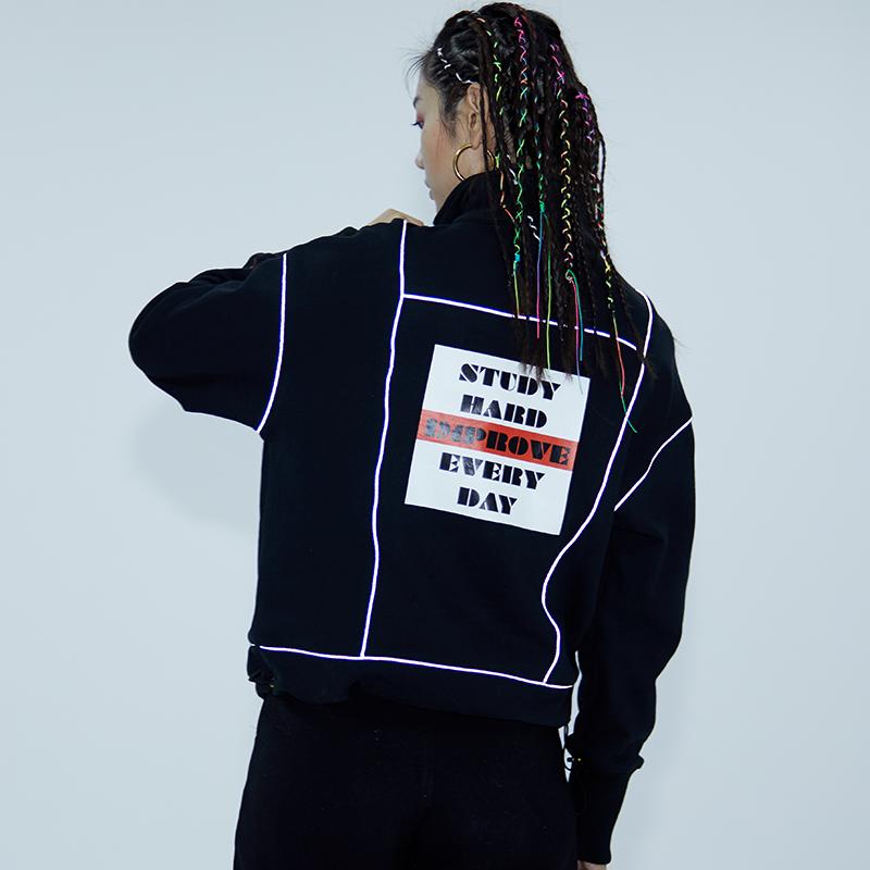 刺繍プリントのストリートスタイルの婦人服スタンドカラーのブラウスのファッション郭版のカーディガンの半ファスナーの個性的な短いタイプです。