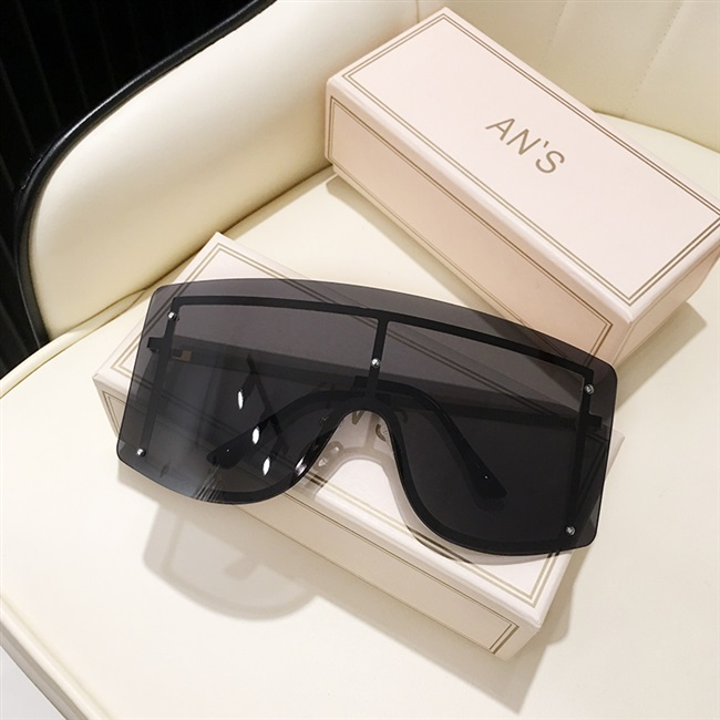 Fat man super large frame sunglasses male big fat face red yellow windproof eye protection integrated Sunglasses female Europe and America 2021 new style