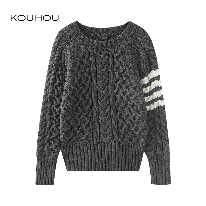 The classic simple dark gray twist knitted round neck knitted pullover sweater is versatile, showing thin and neutral style