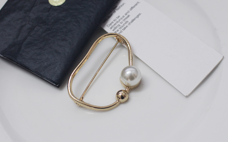 Korean ol simple geometry pearl brooch in temperament coat sweater accessories s fashionable personality Brooch high grade female