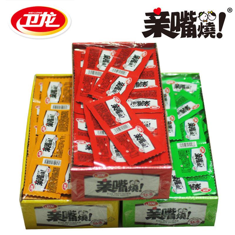 卫龙辣条亲嘴烧特惠网红小零食整盒30片/50片/60片/100片可选图片
