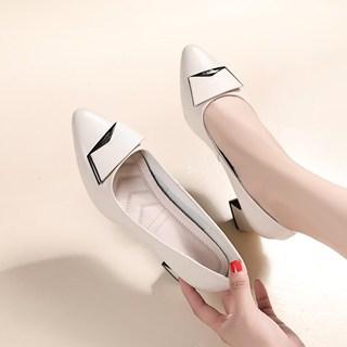 女式皮鞋浅口中跟真皮单鞋粗跟大码女鞋41一43妈妈款中年软皮瓢鞋