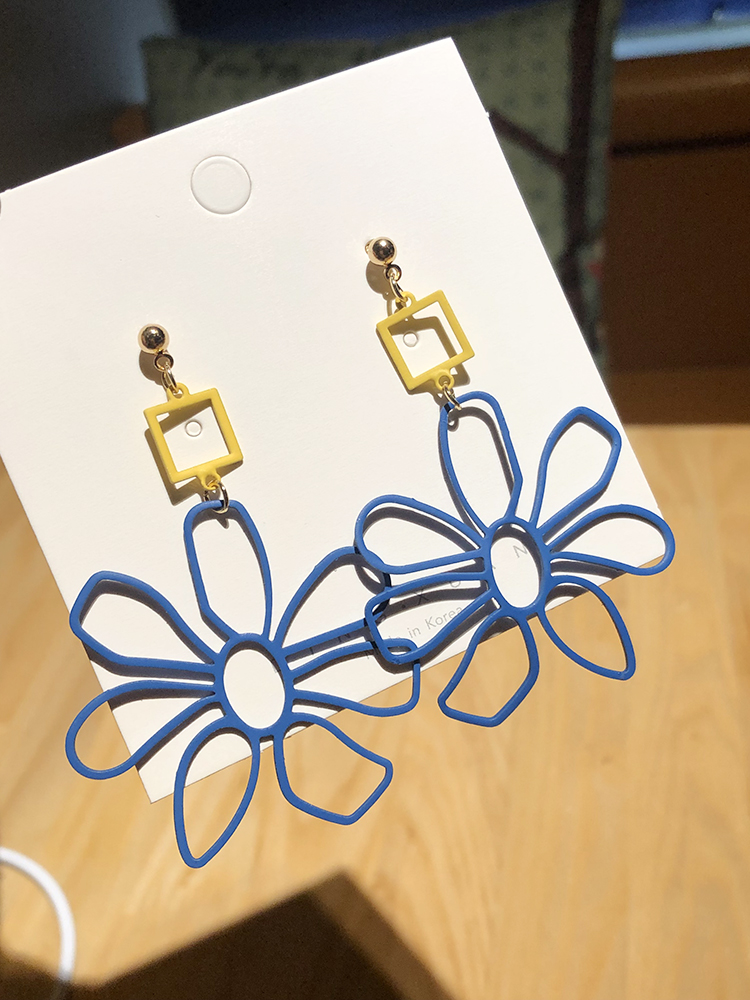 Ln blue color matching color contrast summer new earrings flower petal Earrings without ear holes