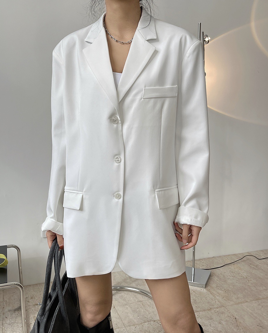 Xiaowan spring and summer Europe, America and South Korea fashion silhouette Lapel white suit wide shoulder loose thin coat