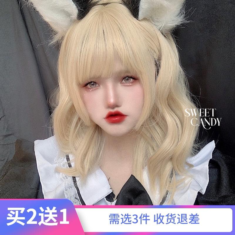 ソフトキャンディの亜麻浅金の中で長い巻きの髪は日本系の少女のかつらがかわいくて甘いです。ロリータは自然と本物そっくりです。