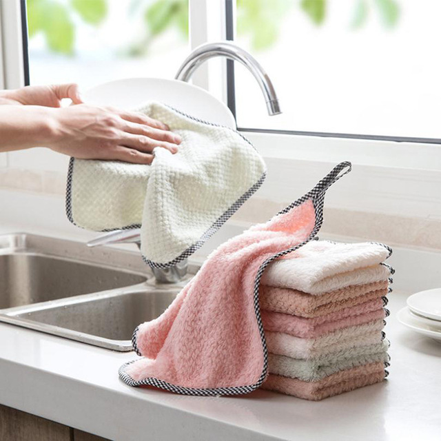 The dishcloth absorbs water and does not lose hair. Household cleaning dishwashing cloth kitchen supplies do not touch oil. The dishcloth wipes the table to remove oil and thickens it