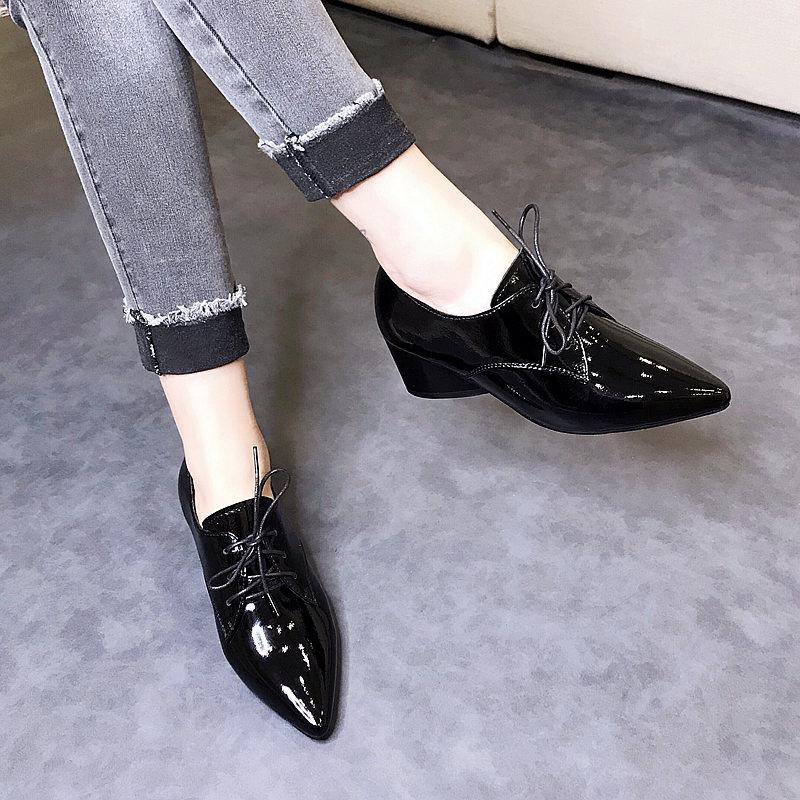 2021新款秋款尖头粗跟漆皮小皮鞋