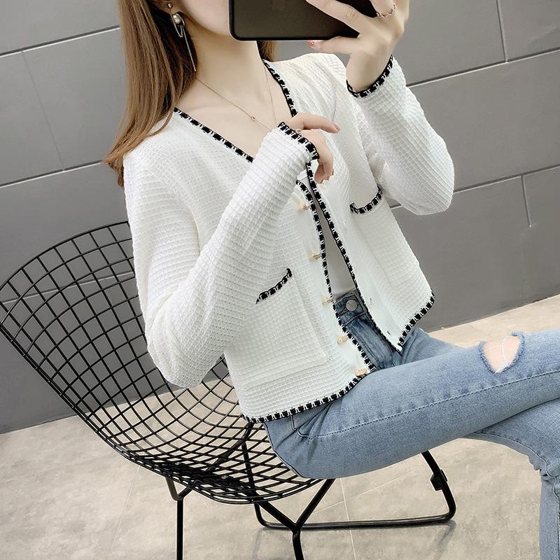 2021春季新款白色开衫V领针织衫百搭短款女士显瘦减龄外搭上衣潮