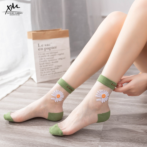 冰丝袜子女中筒袜薄款小雏菊夏季卡丝袜水晶ins潮网红玻璃丝透明
