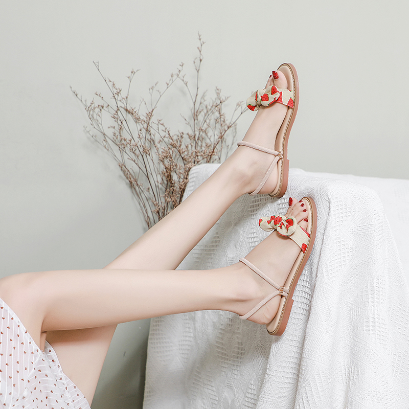 Small fresh sandals, new style in summer 2020, simple, fairy style, comfortable, everyday, versatile, two wearing Roman women